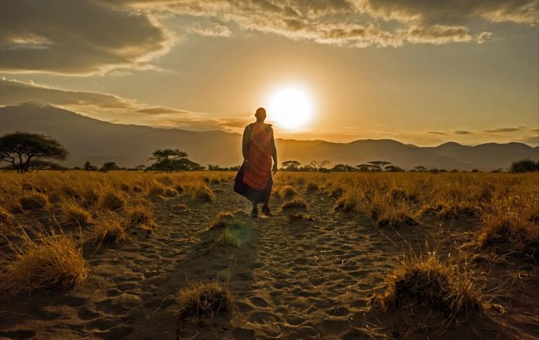 Skymning på savannen i norra Tanzania