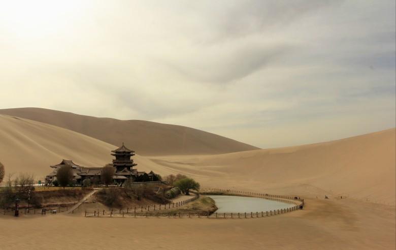 Månpaviljongen i öknen utanför Dunhuang