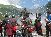 Ritual at the sacred lake at Xiahe
