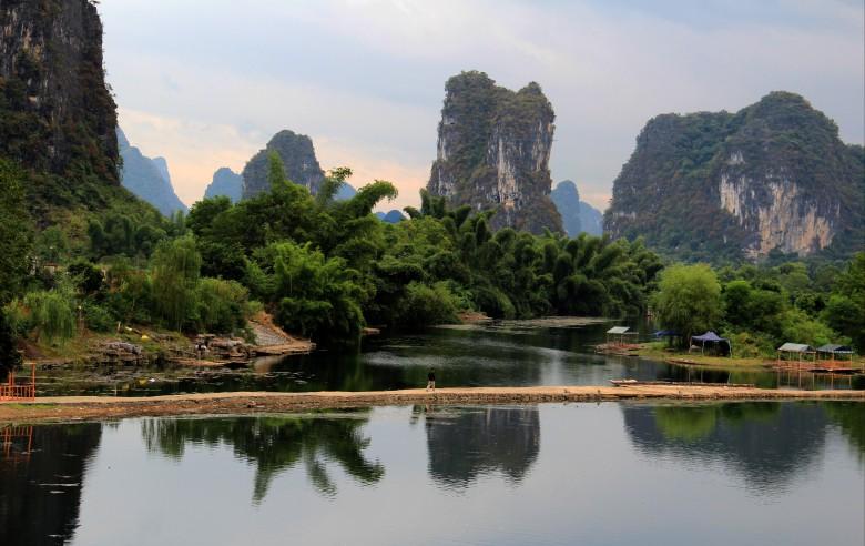 Sockertoppsbergen vid Li-floden