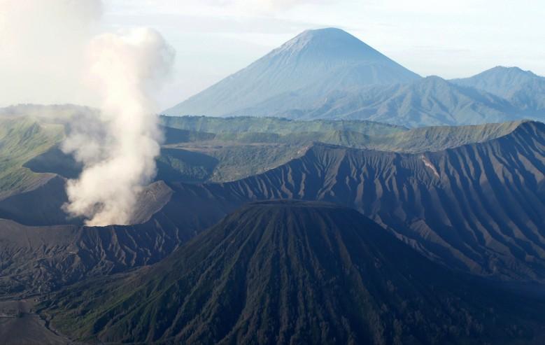 Du besöker flera mäktiga vulkaner under resan